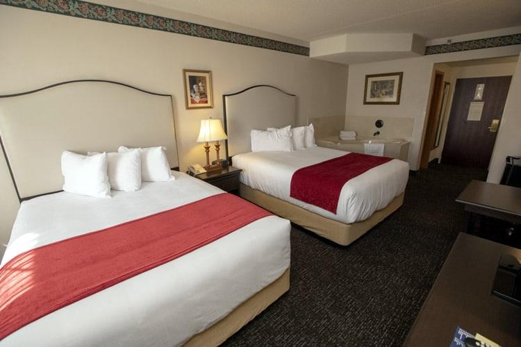 2queenwhirlpoolroom Hotelgrandvictorian Branson